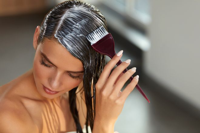 Você sabe como pintar o cabelo sozinha?