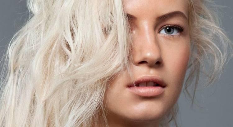 Saiba como deixar o seu cabelo no tom loiro platinado