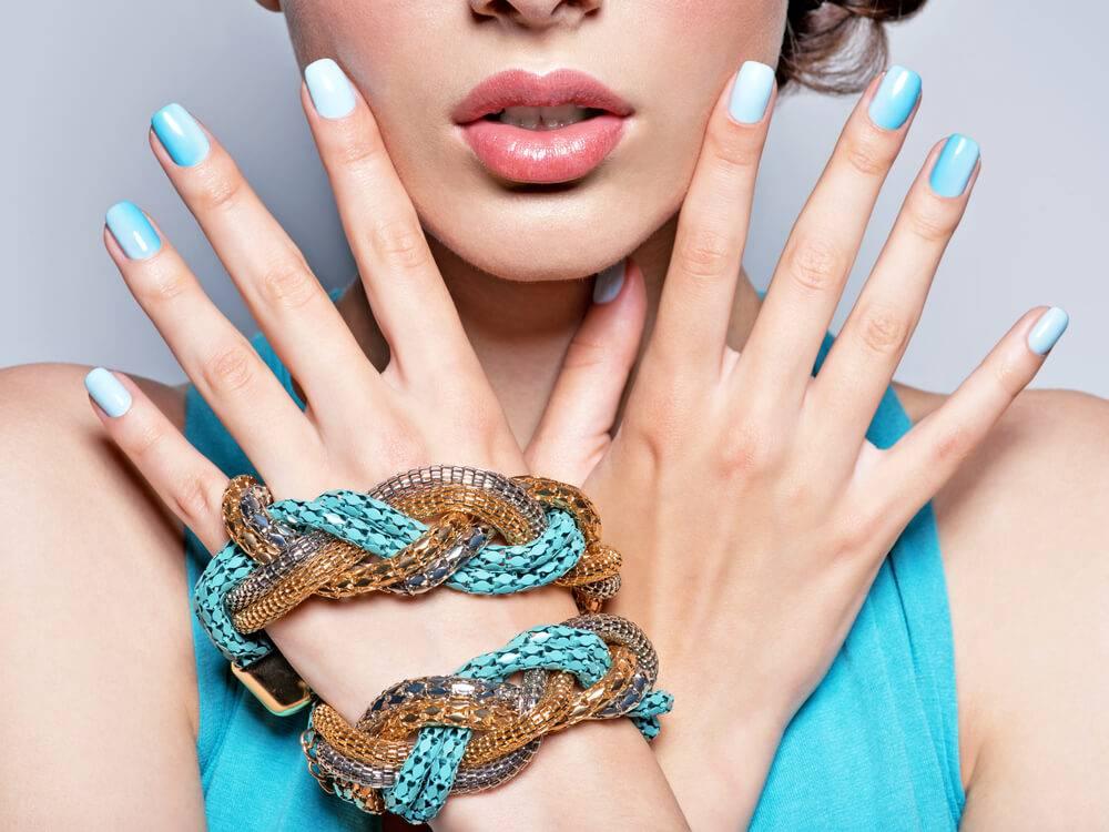 Unhas degradê: passo a passo para fazer nail art em casa