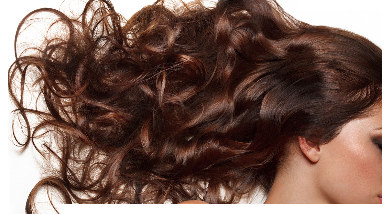 Castanho iluminado e outras tendências de cabelos